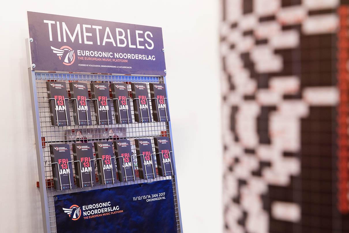 Verspreiding van TIMETABLES tijdens Eurosonic Noorderslag door Volle Zalen